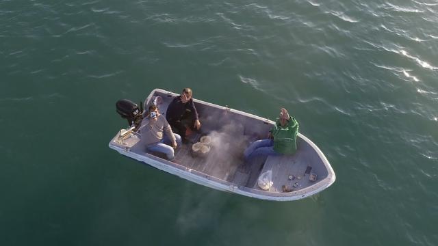 Mesire alanında yasak olunca teknede mangal yaktılar