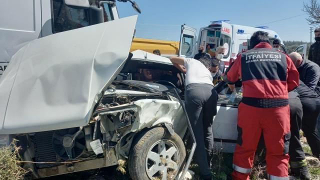 Milasta kamyonla çarpışan otomobilin sürücüsü yaralandı
