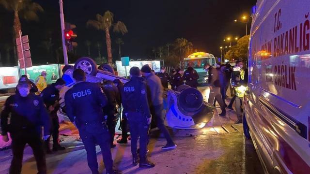 Mersinde polis aracı ile otomobil çarpıştı: 3 yaralı