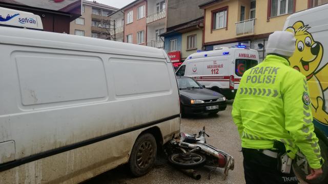 Pazaryeri ilçesinde otomobil, motosiklete çarptı: 1 yaralı