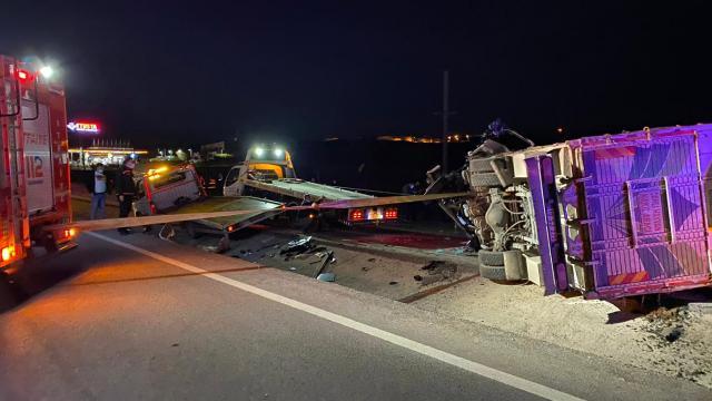 Balıkesirde 3 aracın karıştığı kaza: 4 ölü