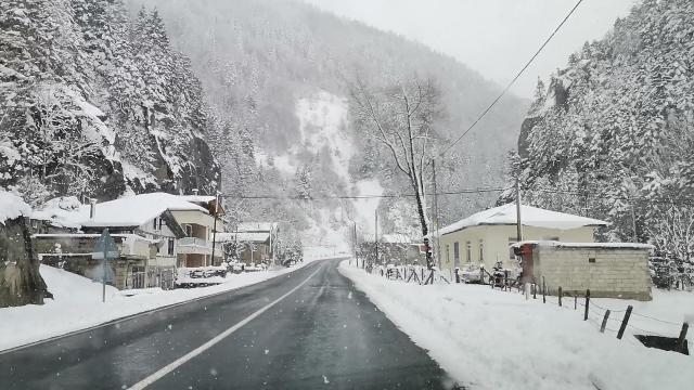 Rizede kardan kapanan 76 köy yolu açıldı