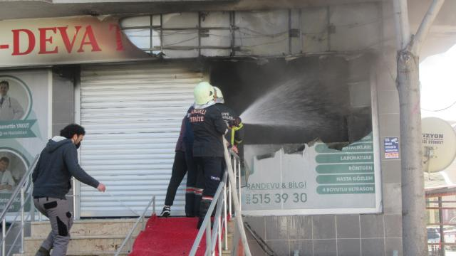 Afyonkarahisarda özel tıp merkezinde çıkan yangın söndürüldü