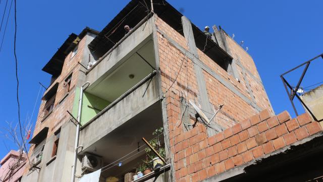Adanada bir evde çıkan yangın itfaiye ekiplerince söndürüldü