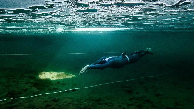 Buz tutmuş gölde dünya rekoru