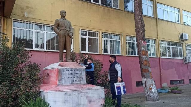 Atatürk büstlerine uygunsuz yazı yazan sanığın 29 yıla kadar hapsi istendi