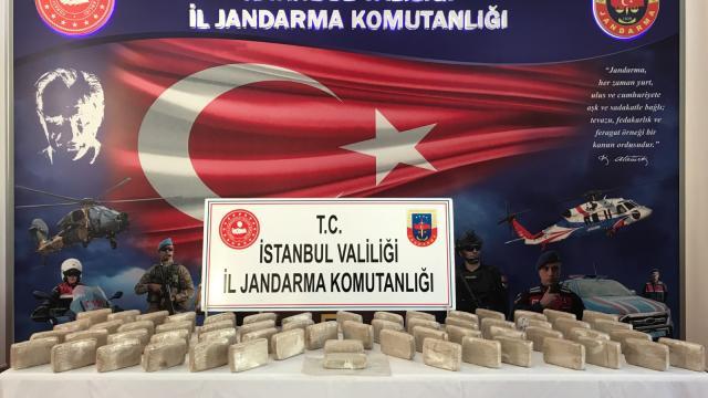 Jandarmanın nefes kesen uyuşturucu operasyonu kamerada: 41 kilo eroin ele geçirildi
