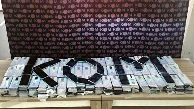 Şüpheli araçta 494 kaçak cep telefonu bulundu