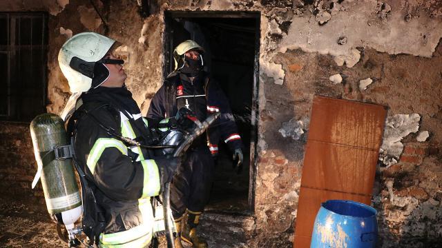 Manisada yangın: 5 ev ile 2 otomobil kullanılmaz hale geldi
