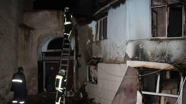 Manisada yangın: Ahşap ev kullanılamaz hale geldi