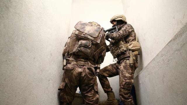 Adanada eve silahlı saldırı düzenleyen iki zanlı tutuklandı
