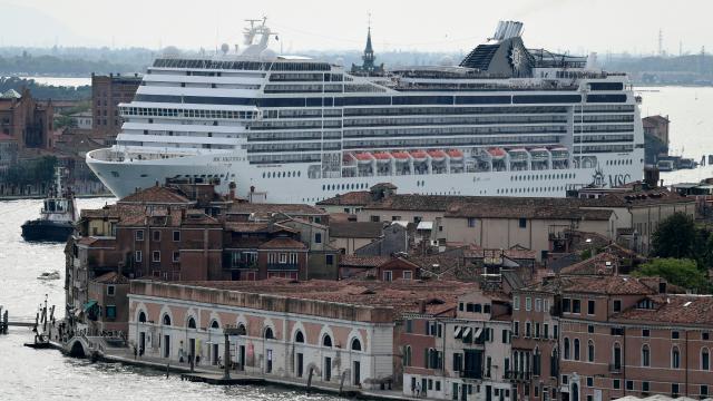 Venedikte büyük yolcu gemilerine geçiş yasağı: Yeni liman yapılacak