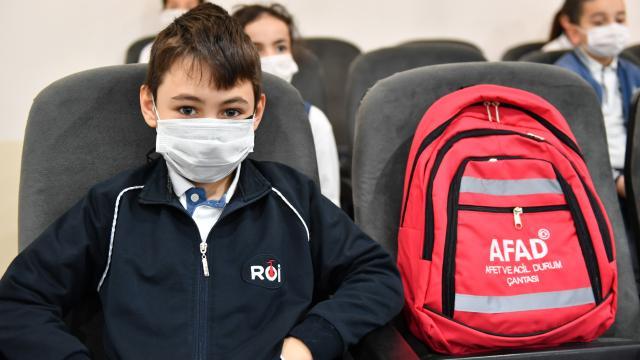 """""""Afete Hazır Türkiye"""" projesi kapsamında Üsküdar Rauf Orbay İlkokulu öğrencilerine eğitim verildi"""