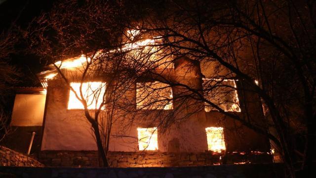Boluda yangın: 2 katlı ahşap ev kullanılamaz hale geldi