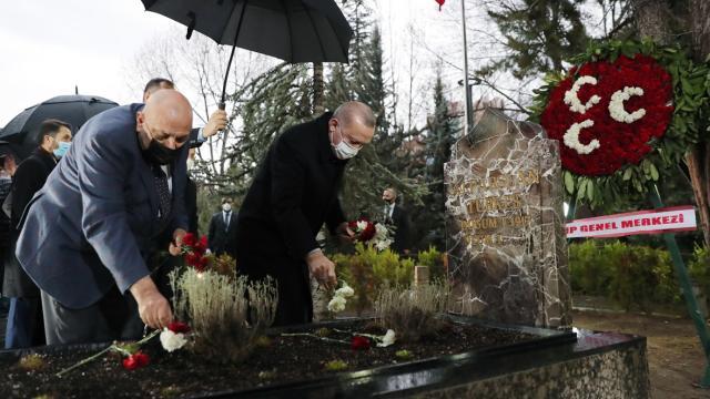 Cumhurbaşkanı Erdoğandan, Alparslan Türkeşin kabrine ziyaret
