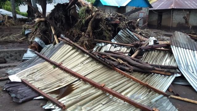 Endonezyadaki sel felaketinde ölü sayısı 101e çıktı