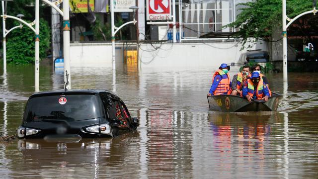 Endonezyada sel: 44 ölü, 9 yaralı