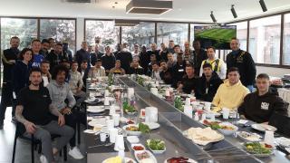Ali Koç futbolcularla bir araya geldi