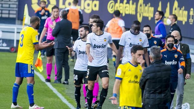 Valencia ırkçı saldırı nedeniyle sahadan çekildi
