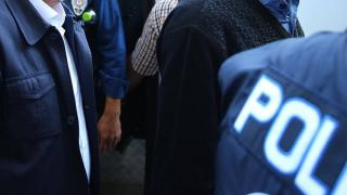 Adana'da hırsızlık gerekçesiyle tutuklanan iki kadının 17'şer yıl hapis cezasıyla arandığı belirlendi