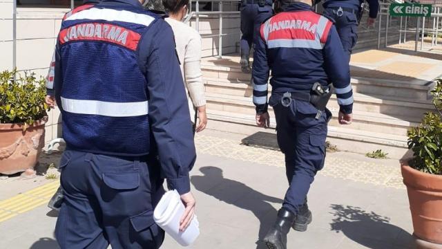 İzmirde fabrika ve inşaatlardan hırsızlık yaparken yakalanan 2 kişi tutuklandı