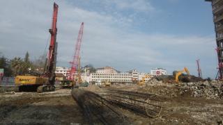 Rize'de kentsel dönüşüm kapsamında Belediye Blokları'nın yıkımı sürüyor