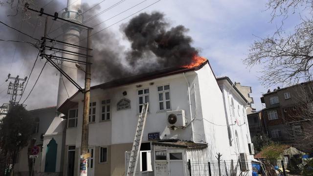 Tekirdağda caminin çatısı yandı