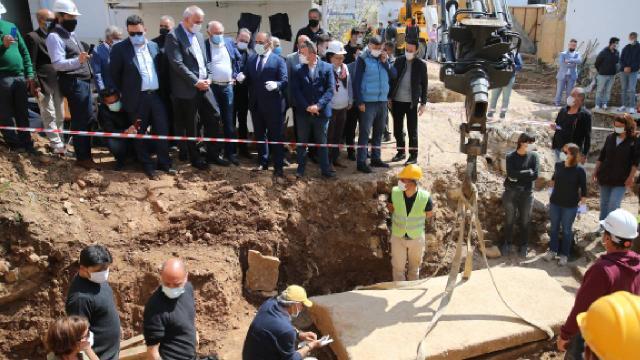 Bodrumda bulunan 2 bin 400 yıllık lahidin kapağı açıldı