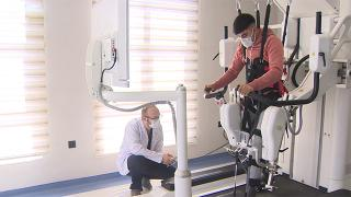 Yerli yürüyüş rehabilitasyon robotu felçli hastalara umut oldu