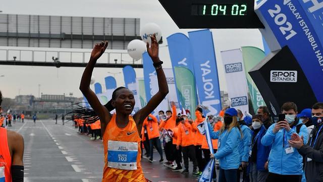 Kenyalı atlet İstanbulda dünya rekoru kırdı