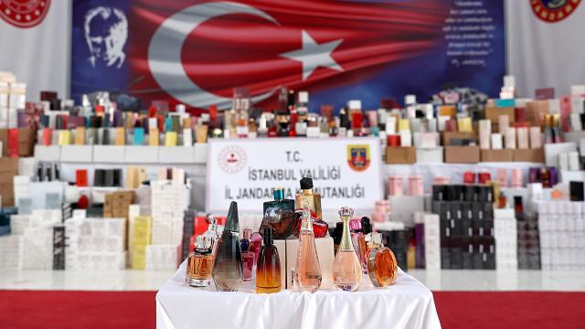 İstanbulda 20 bin şişe sahte parfüm ele geçirildi