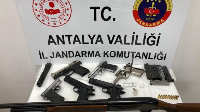 Otomobil servisinde tabanca üretildiği iddiasıyla 2 kişi yakalandı