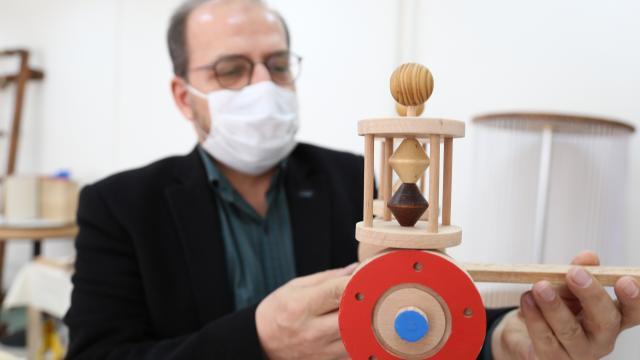 Sivasta çocuklar bilimsel oyuncaklarla geleceğe hazırlanıyor