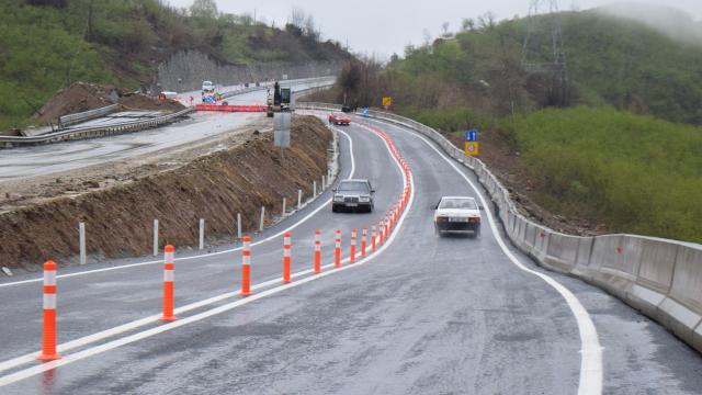 Çöken Batı Karadeniz bağlantı yolu çift yönlü ulaşıma açıldı