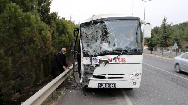 Uşakta OSBye işçi taşıyan 5 servis aracının karıştığı zincirleme trafik kazasında 9 kişi yaralandı