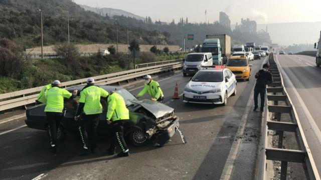 7 aracın karıştığı zincirleme kazada 6 kişi yaralandı
