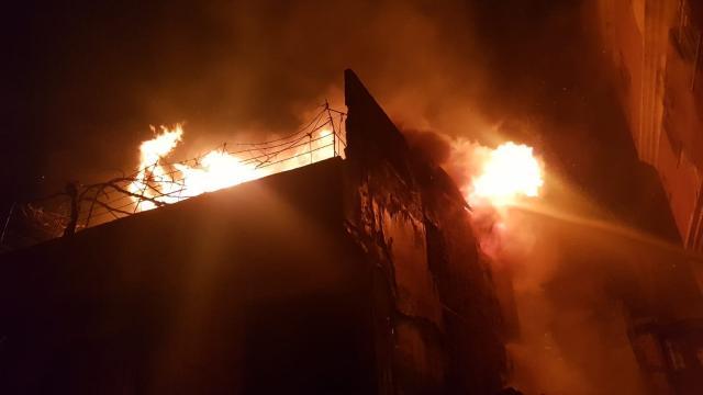 Kahramanmaraşta hurda deposunda yangın: Depo kullanılamaz hale geldi