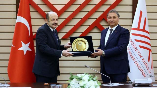 YÖK Başkanı Saraça Eğitim Ödülü verildi
