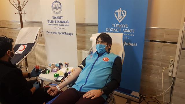 Bursada Osmangazi Müftülüğü personeli Türk Kızılayına kan bağışında bulundu
