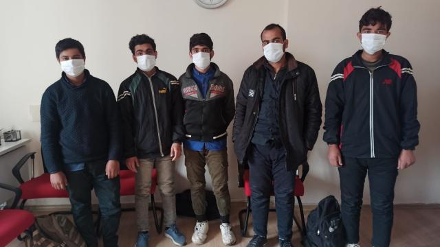 Osmaniyede otobüste yurda yasa dışı yollarla girdiği belirlenen 5 Afganistanlı yakalandı