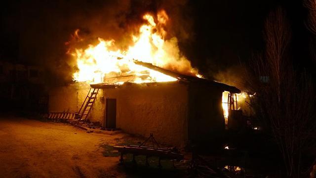 Tokatta ahşap evde yangın