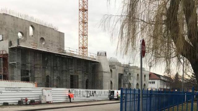 Fransada camiye yardım yargıya taşınıyor