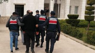 Uşak'ta bir otomobilde uyuşturucu ele geçirildi: 4 gözaltı