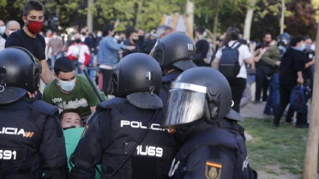 İspanyada ilk kez aşırı sağ ve sol gruplar karşı karşıya geldi