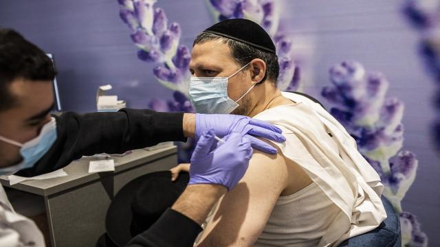 İsrail basını: Pfizer ödeme yapmayan İsraile aşı sevkiyatını durdurdu