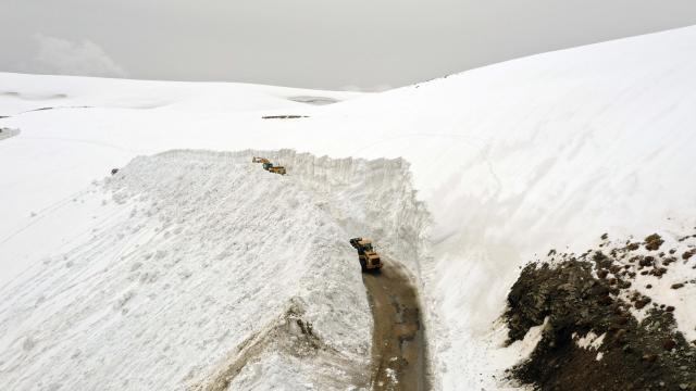 Muşta 4 aydır kapalı olan alternatif köy yolu 7 günde açılabildi