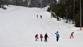 """Doğu Anadolu'nun """"zirve"""" kayak merkezleri konuklarını ilkbaharda da ağırlıyor"""