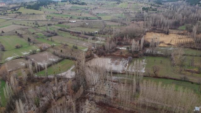 Kütahyada kuvvetli sağanak nedeniyle ekili tarım arazileri sular altında kaldı