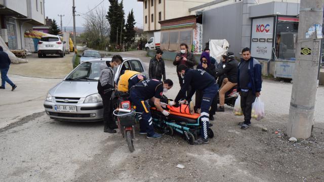 Düzcede otomobil ile elektrikli bisiklet çarpıştı: 2 yaralı