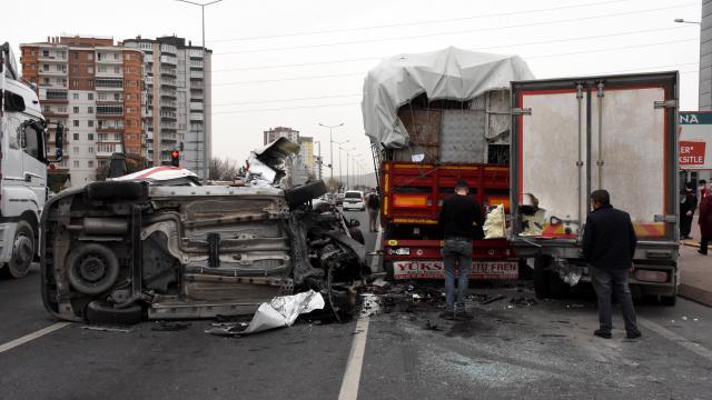Kayseride zincirleme trafik kazası: 3 yaralı